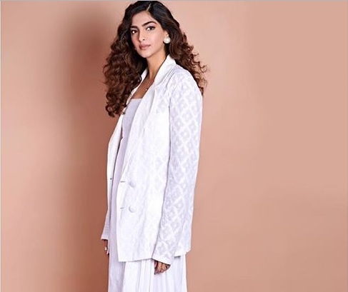 a90c27558c9 Sonam Kapoor was recently spotted wearing an all-white ensemble . Styled by  Rhea Kapoor