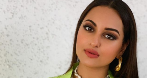 Sonakshi sinha gives pose wearing ethnic style for the fashion goals