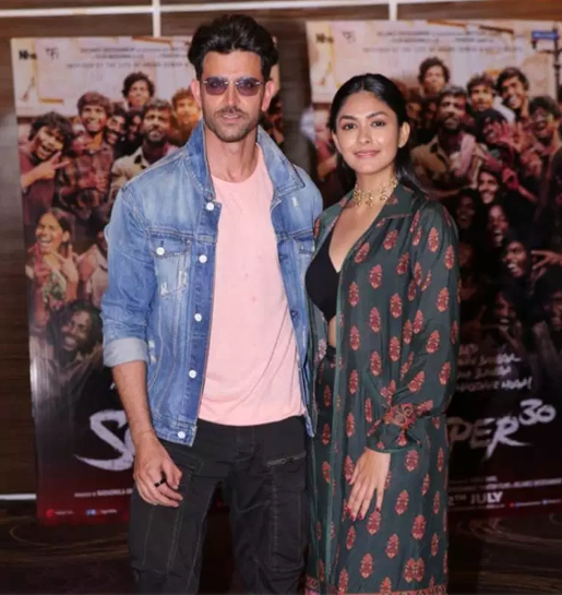 Hrithik Roshan and Mrunal Thakur makes a perfect pair at the promotion event of Super 30