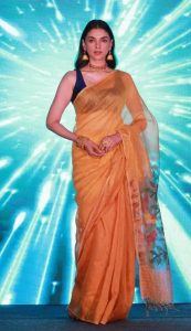 Aditi Rao Hydari looks stunning in sari