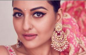 Sonakshi Sinha looks elegant in this PINK sari