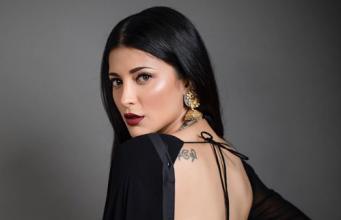 Shruti Haasan looks spendid in black sari