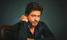 A Young Filmmaker Camps Outside Mannat To Pitch His Film Story To Shah Rukh Khan