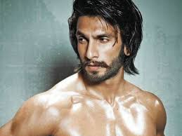 Ranveer Singh flaunts his ripped physique